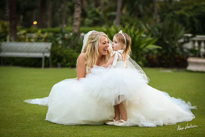 10 Must-Have Wedding Photos With The Girls
